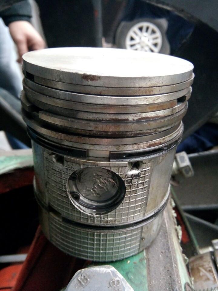 Làm sao để kiểm tra xéc măng hay còn gọi là bạc dầu bạc hơi?